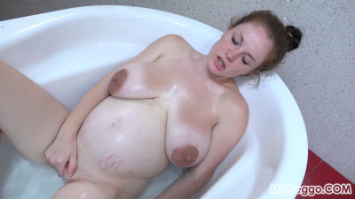Pregnant Angel Fingers in the Bath